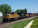 UP 4252 with NS Horse heads to Global 3