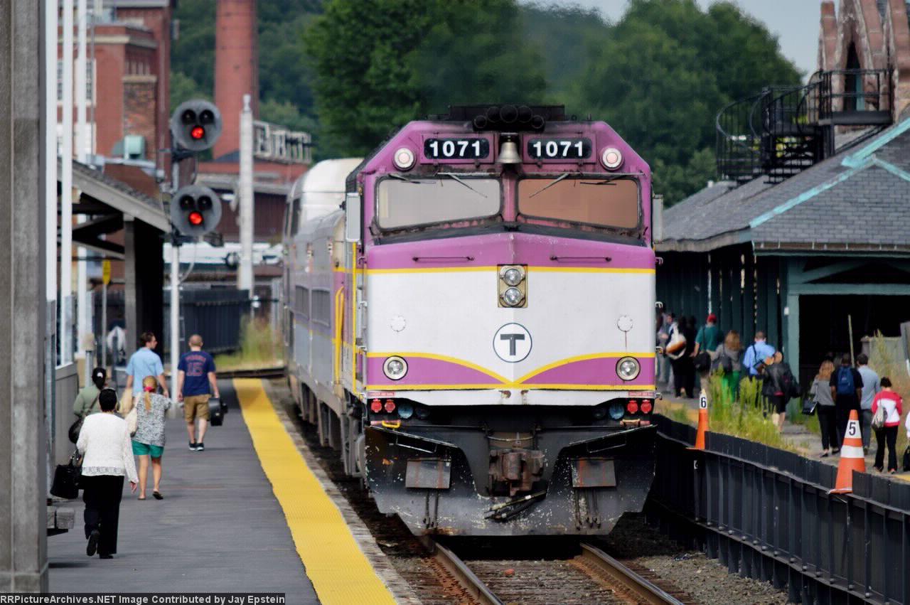 MBTA 1071 pushes a train towards Boston