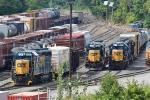 On the left, CSX 6201 moves out with a short B721
