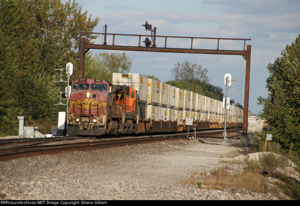 BNSF 900 Leads a WB stack under the Atsf signal bridge near Fort Madison iowa.