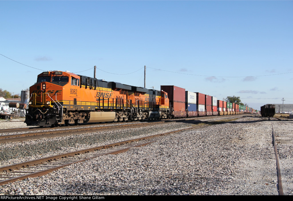 2 C4's work a stack train west down the Marceline Sub.
