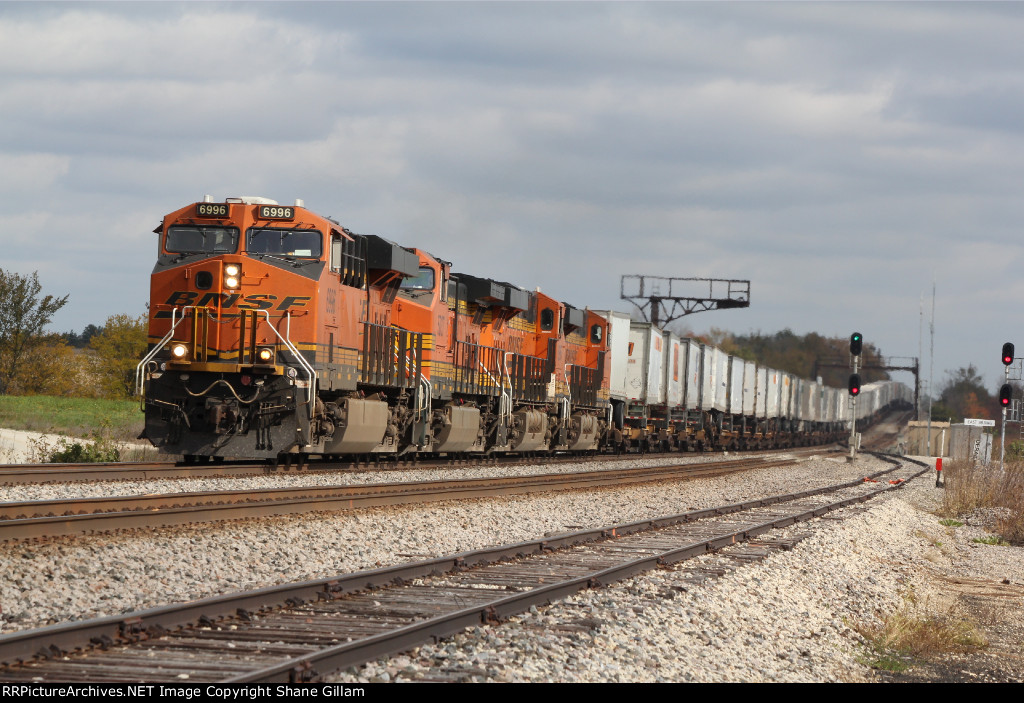 BNSF 6996 Heads up a Wb Z train into Baring Mo..