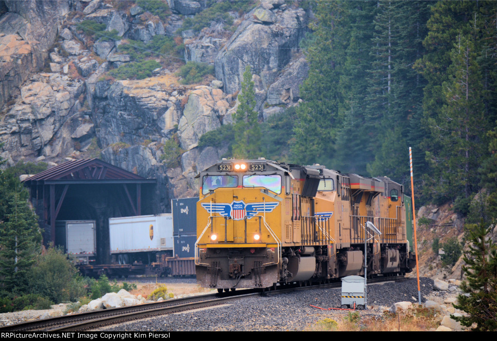 UP 5231 WB Stack Train Roseville (Donner Pass) Sub