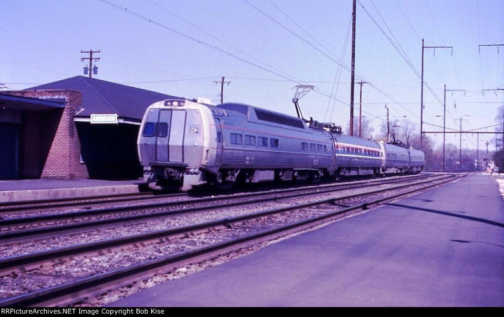 Rebuilt Metroliner 862, southbound
