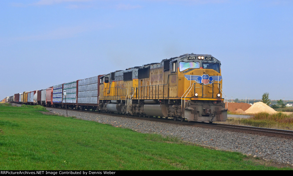 UP 4319,  CN's   Superior    Sub.
