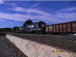 NS 702 RP-E4C         NS 3075  EMD GP40-4