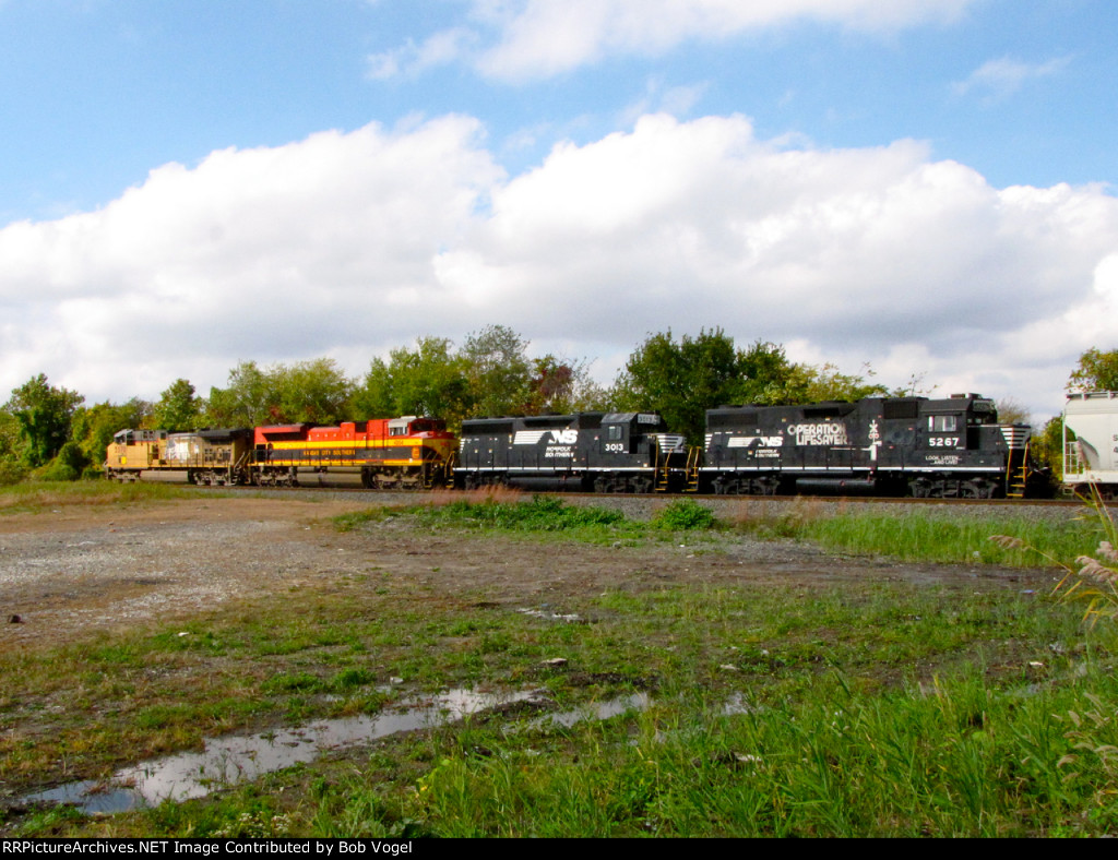 NS 5267 and 3013, KCS 4054, UP 5578