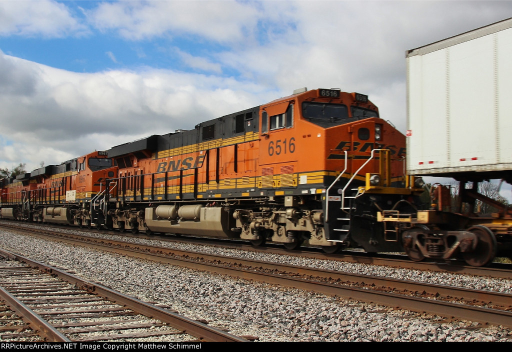 BNSF 6516