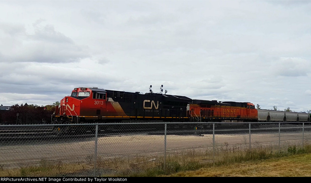 CN 3013 and BNSF 4036