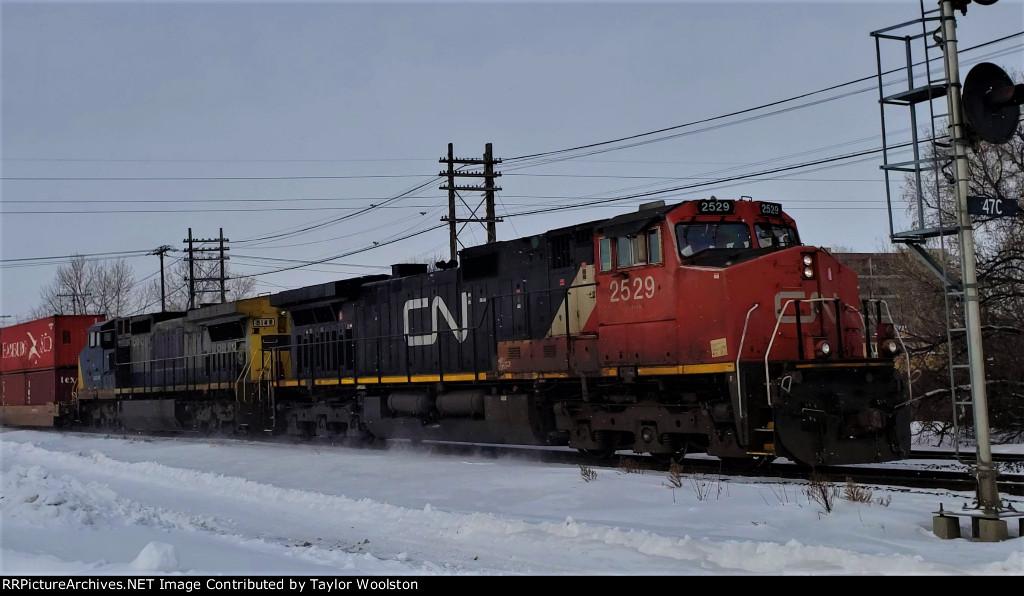 CN 2529 + GECX 9148