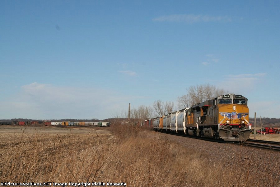UP 5440 leads a grain train