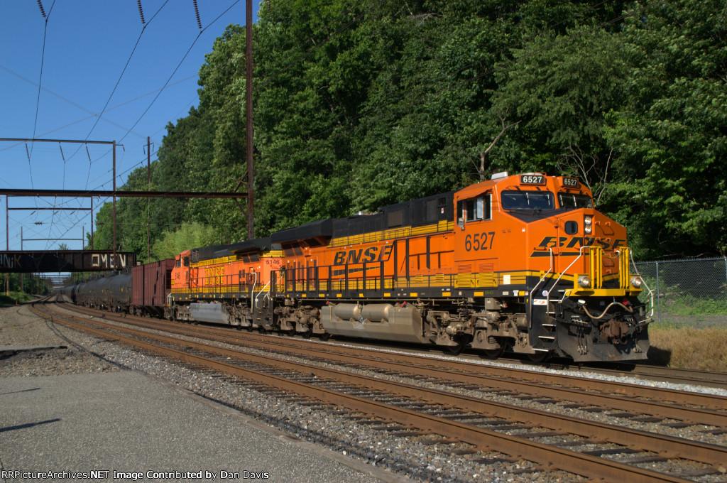 BNSF ES44AC 6527 leads K040-30