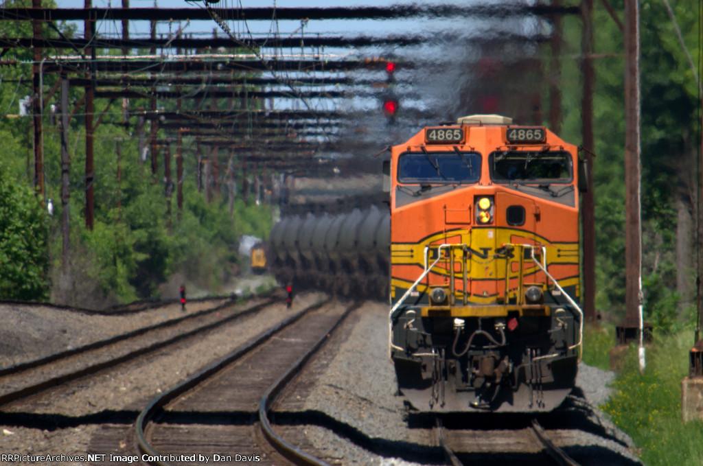 BNSF D9-44CW 4865 leads K042