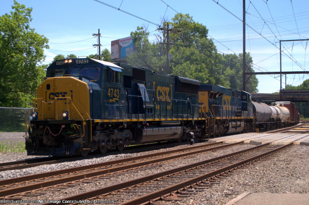 CSX SD70AC 4743 leads Q410-13