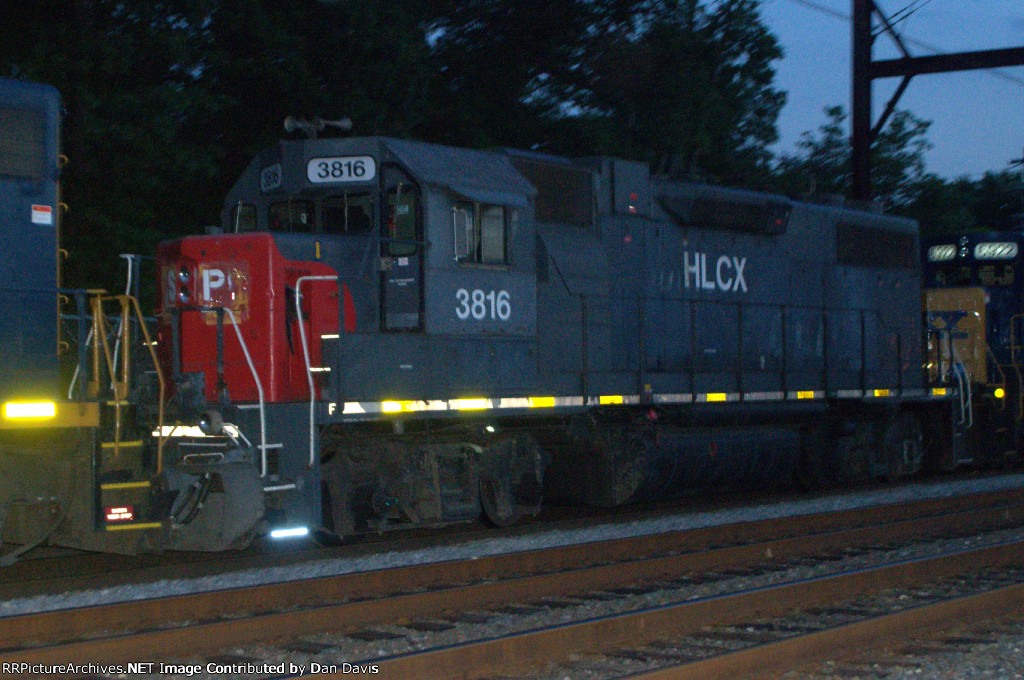 HLCX GP38-2 3816 in SP paint on Q417-25