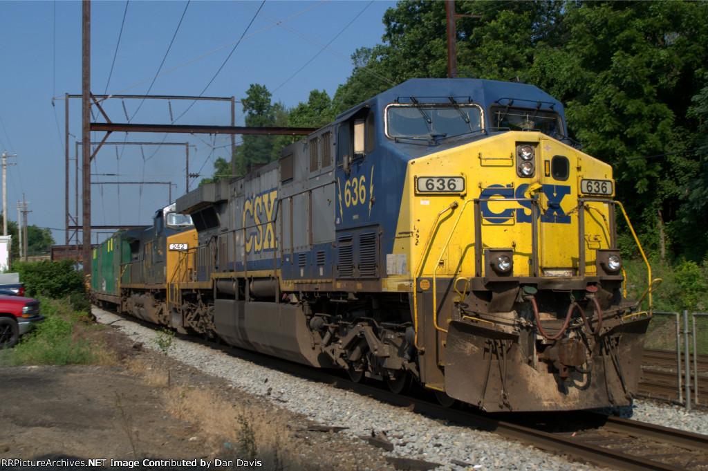 CSX AC60CW 636 leads Q702