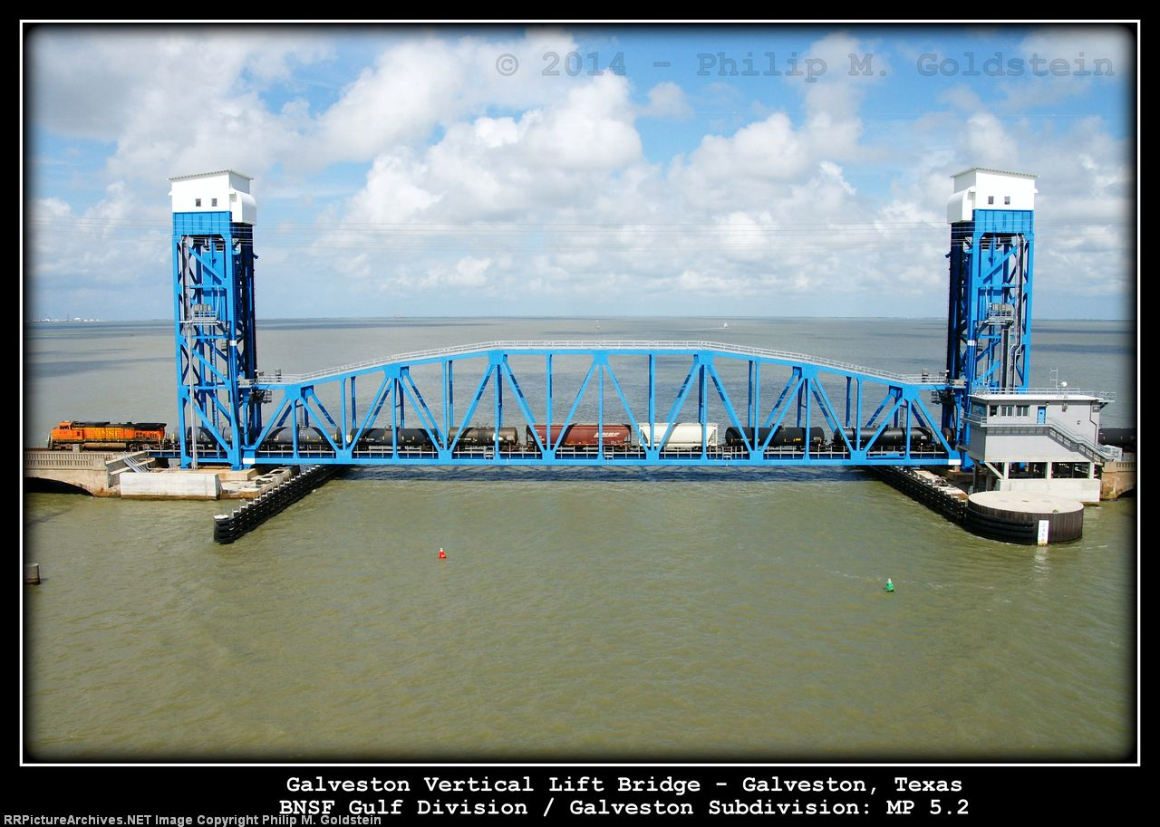BNSF 4131 on Galveston Vertical Lift Bridge