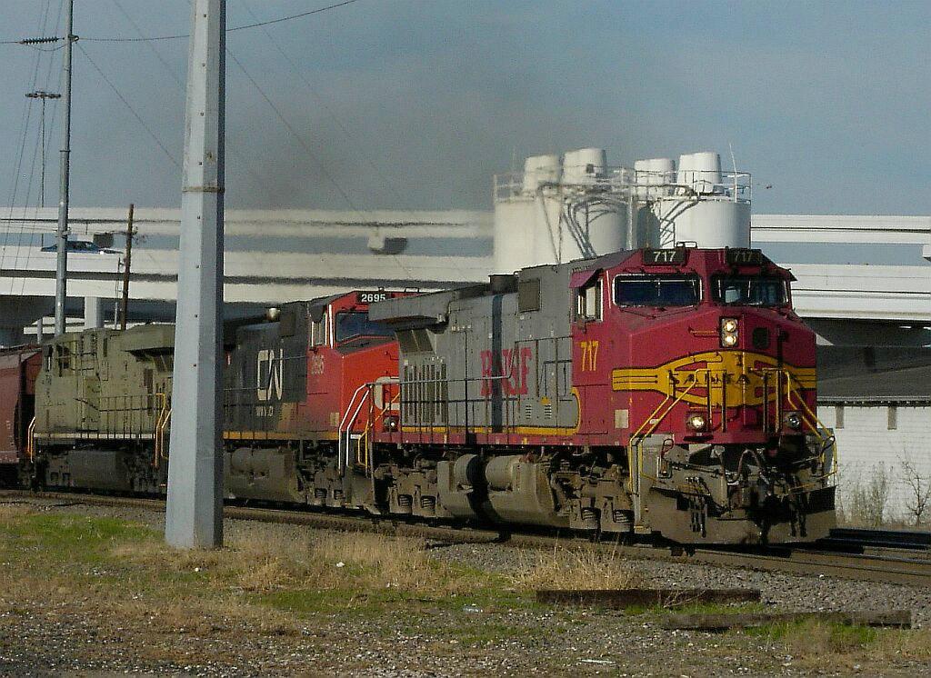 BNSF 717 & CN 2695