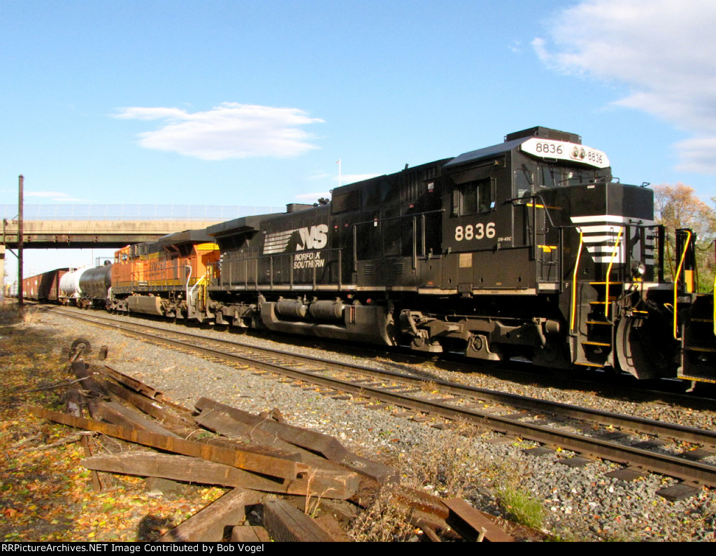 NS 8836 and BNSF 6220