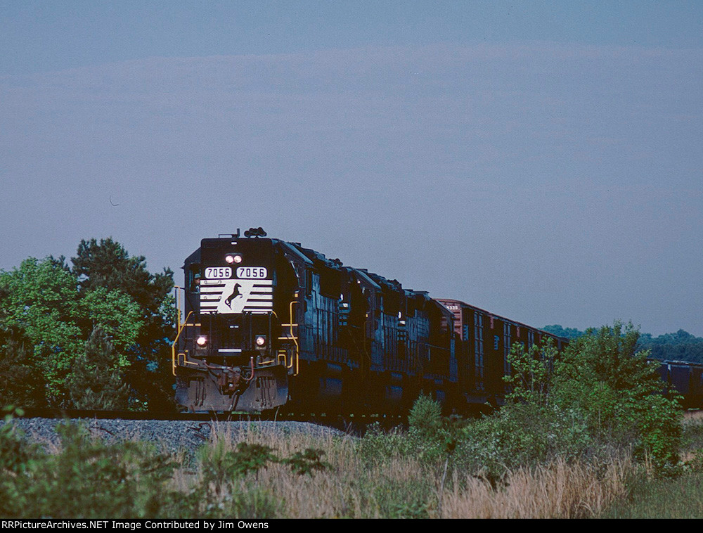 NS train #67 heads east to Anderson