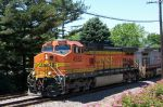 BNSF 4552 marches East