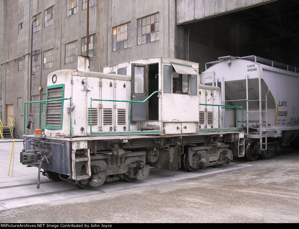 Unnumbered GE 45-ton engine that used to switch Lafarge North America's West Des Moines Cement Terminal. Unit is a phase IV, unnumbered, built 4/75, builder# 39023.   Prior to 1994, it was based at Lafarge's Davenport Cement Plant in Buffalo, IA.