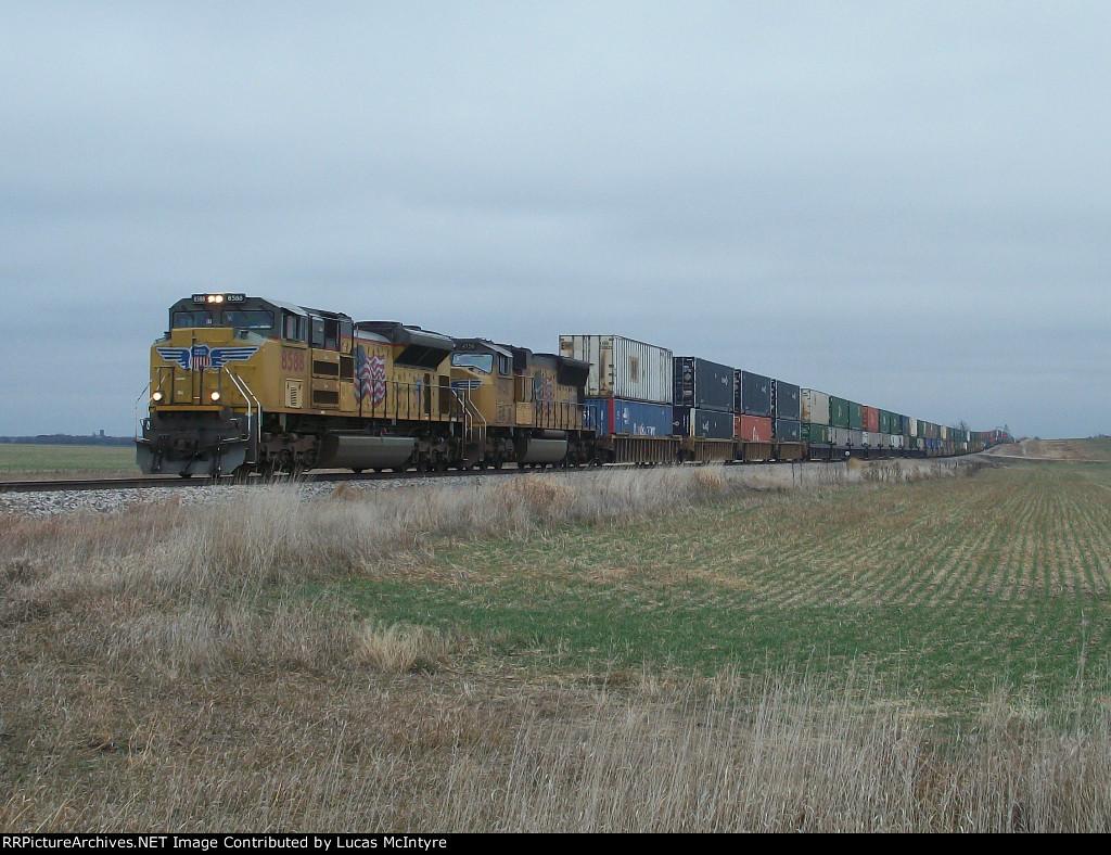 UP 8588 westbound UP intermodal train