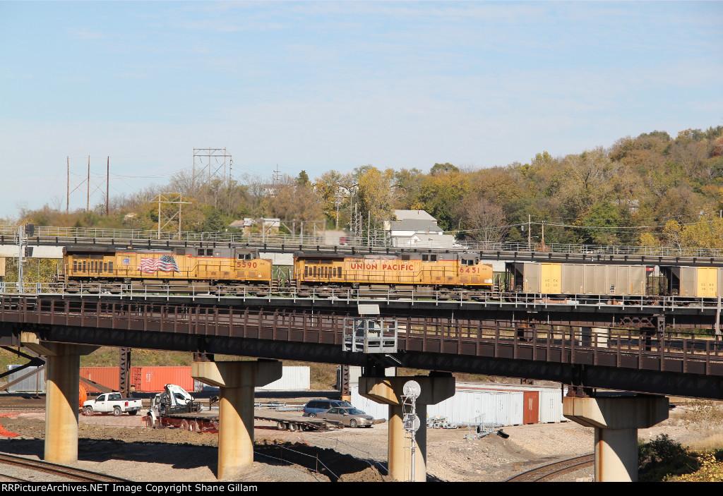 2 Ge's work Dpu's on a EB loaded coal drag.