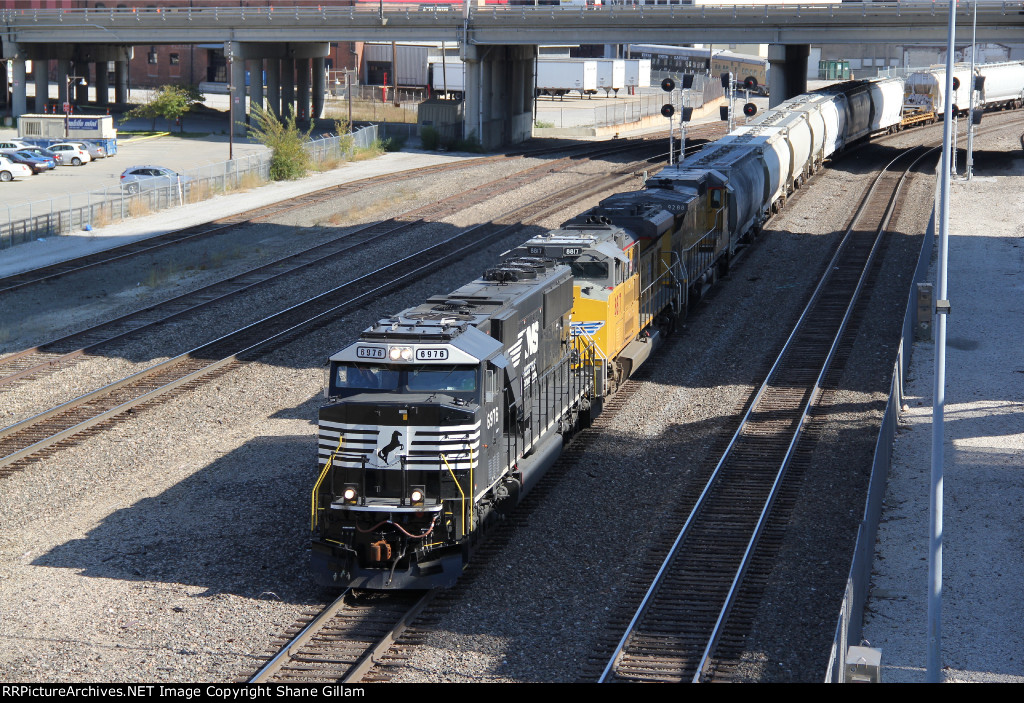 NS 6976 Leads a Wb Up freight on the Kct.