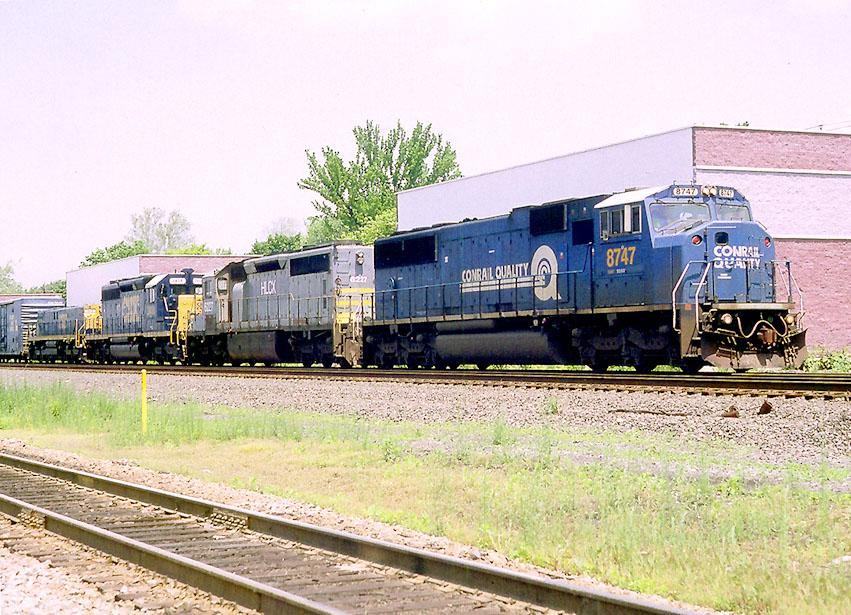 CSX 8747 on Q-409