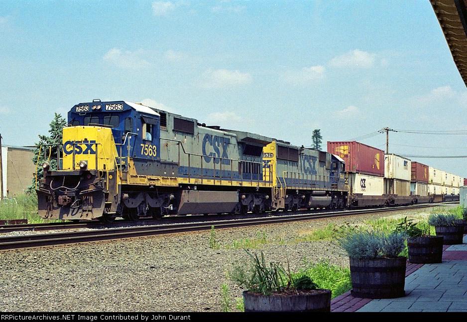 CSX 7563 on Q-164