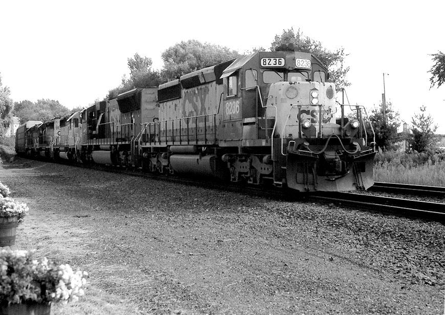 CSX 8236 on Q-271