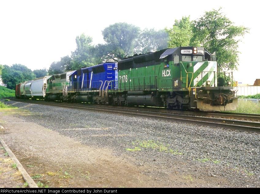 HLCX 7176 on Q-402