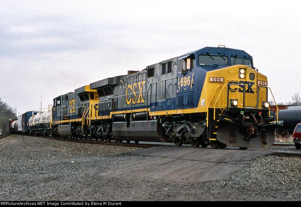 CSX 696 on Q-439