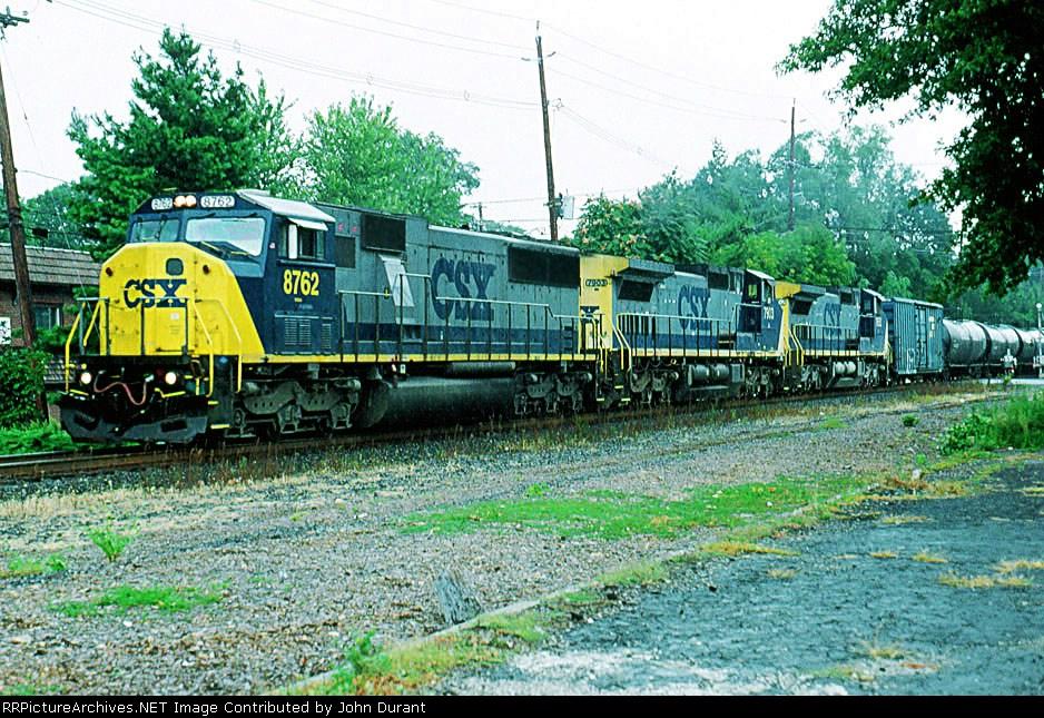 CSX 8762 on Q-409
