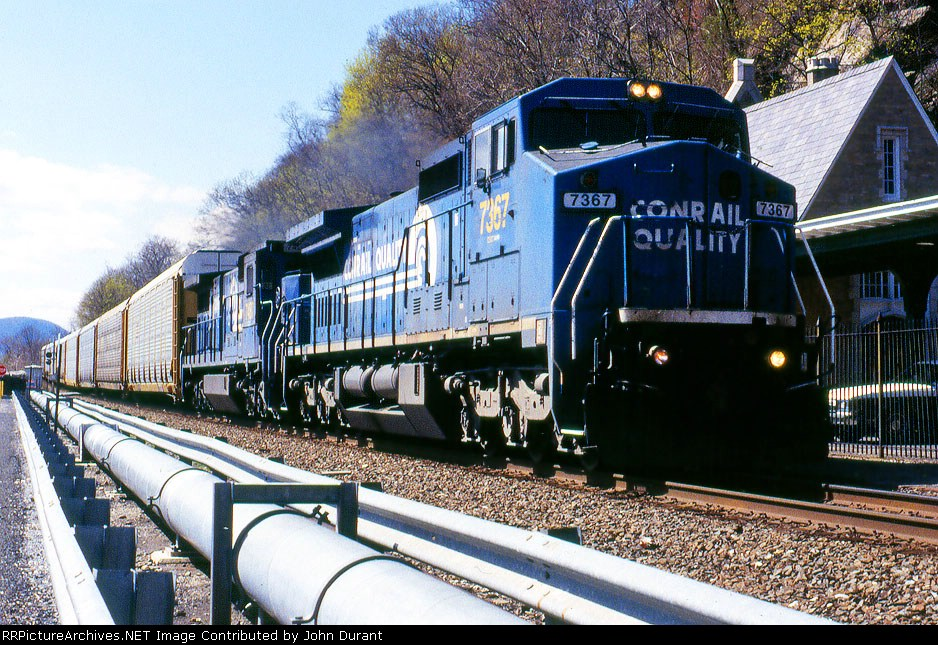 CSX 7367 on Q-273