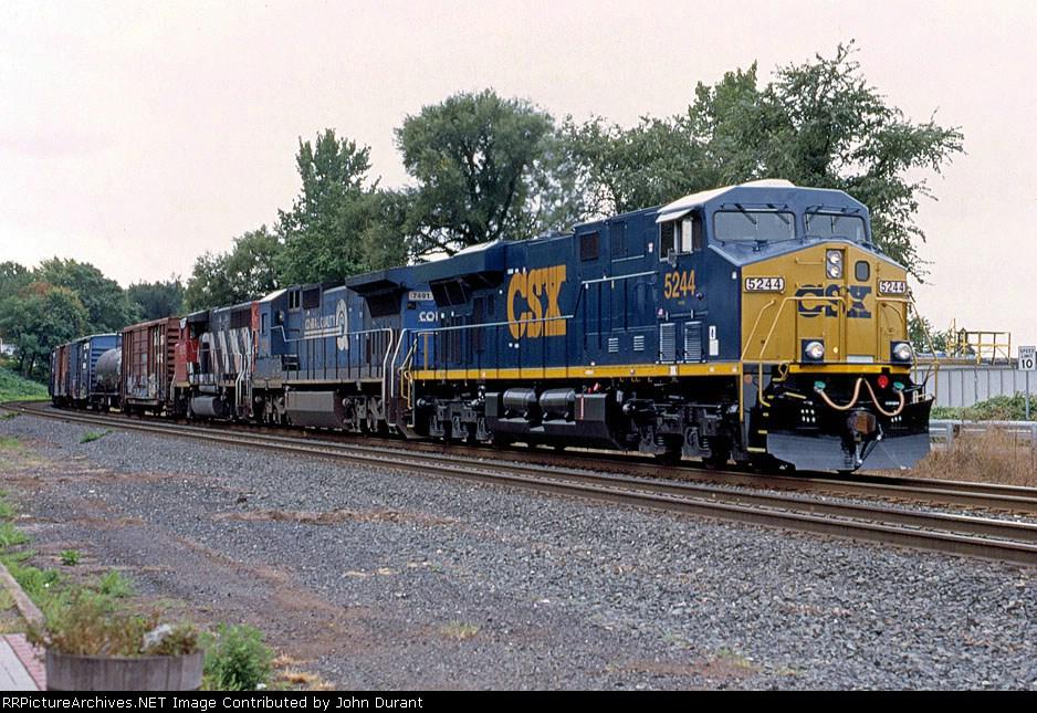 CSX 5244 on Q-410
