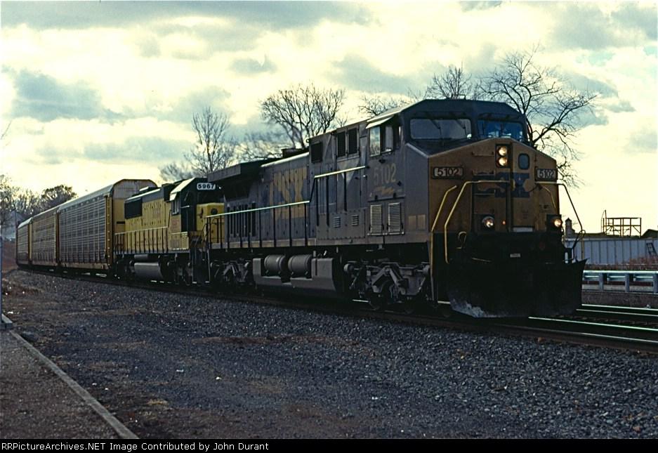 CSX 5102 on Q-271