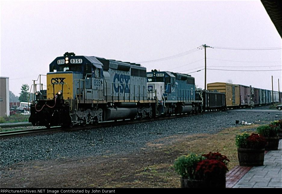 CSX 8351 on Q-433