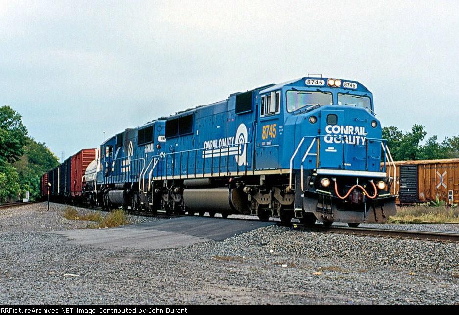 CSX 8745 on Q-409