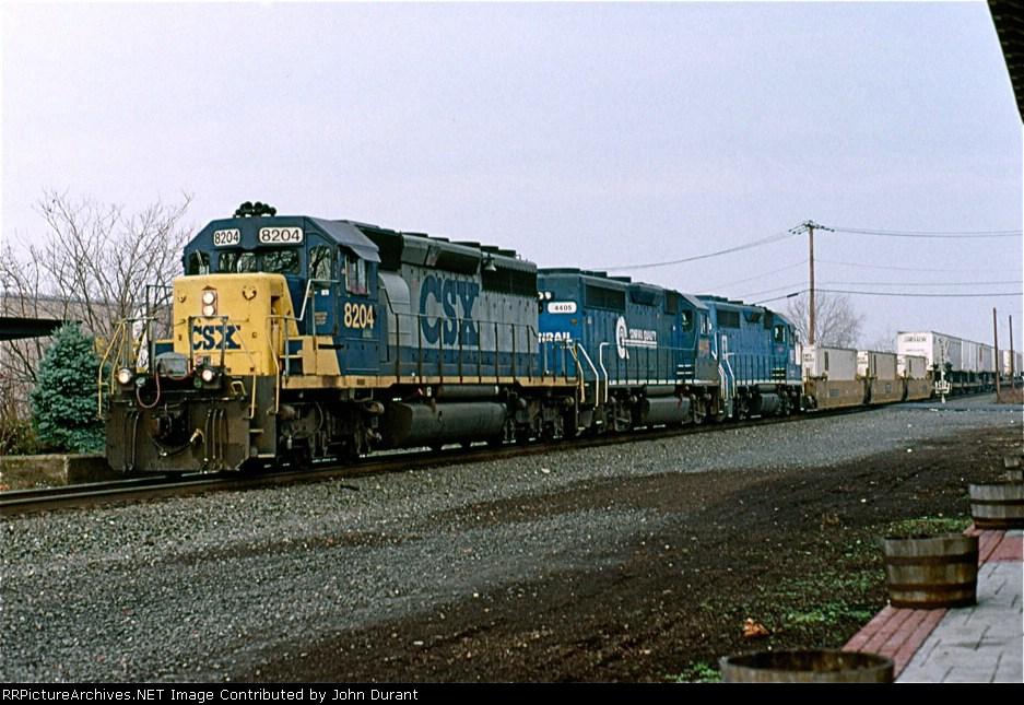 CSX 8204 on Q-110