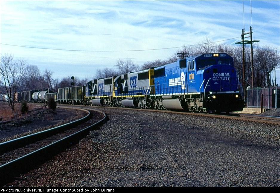 CSX 8747 on Q-410