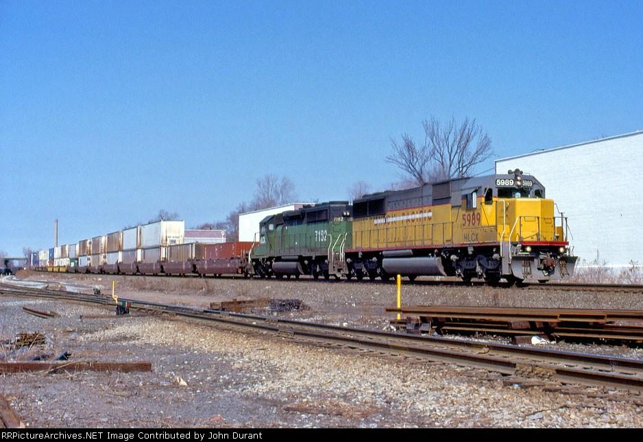 HLCX 5989 on Q-118