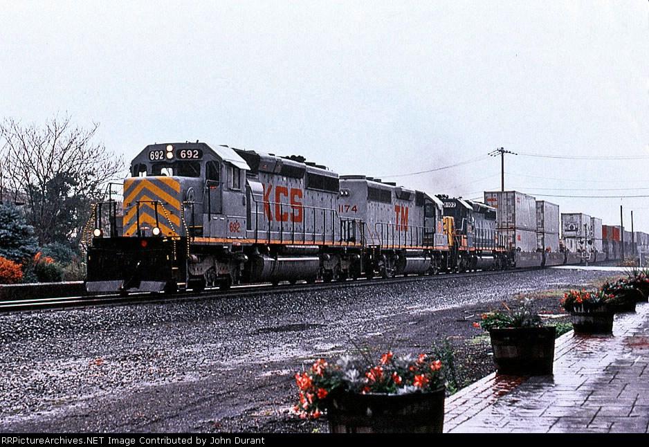 KCS 692 on Q-156