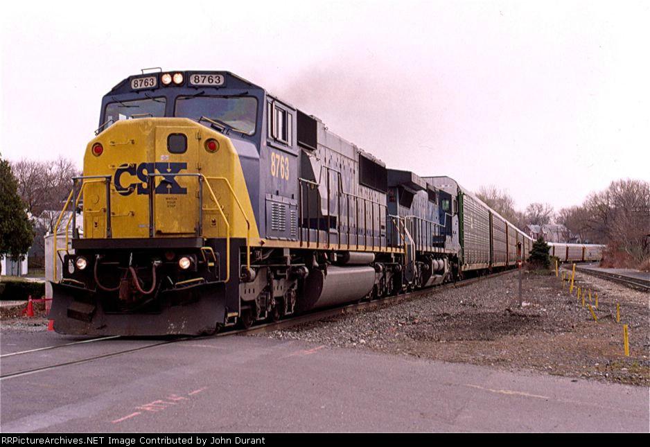 CSX 8763 on Q-271