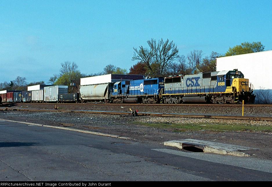 CSX 8588 on Q-417