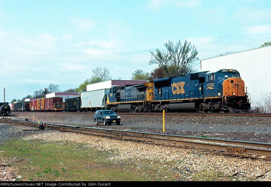 CSX 4748 on Q-439