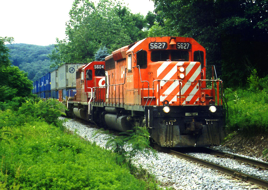 CP 5627 on NYSW Train 252