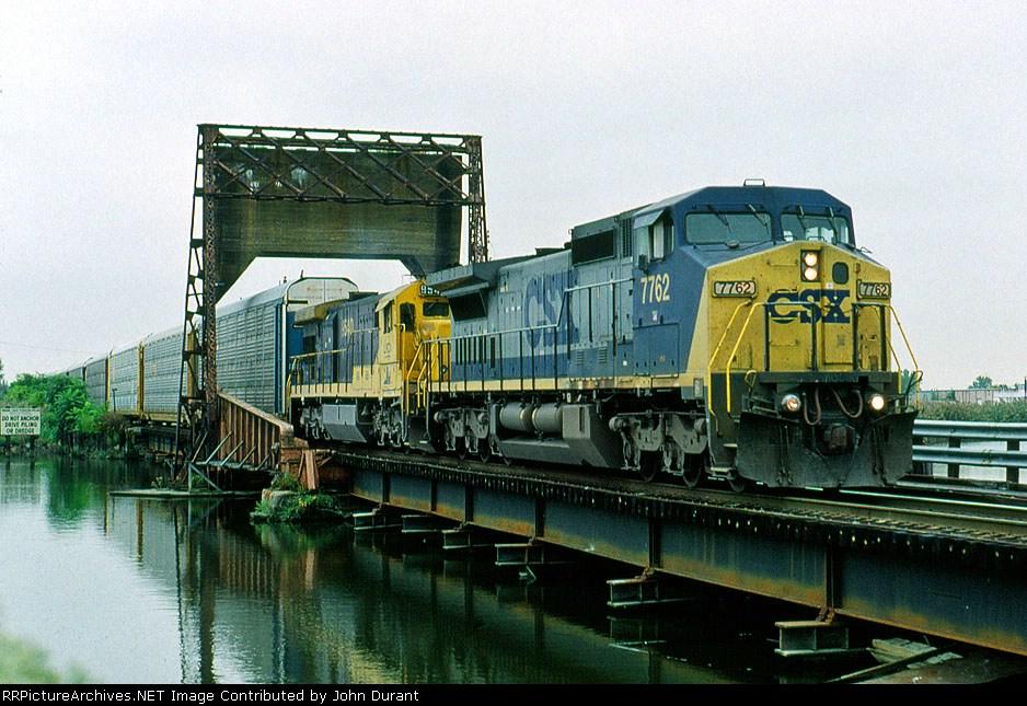 CSX 7762 on Q-271