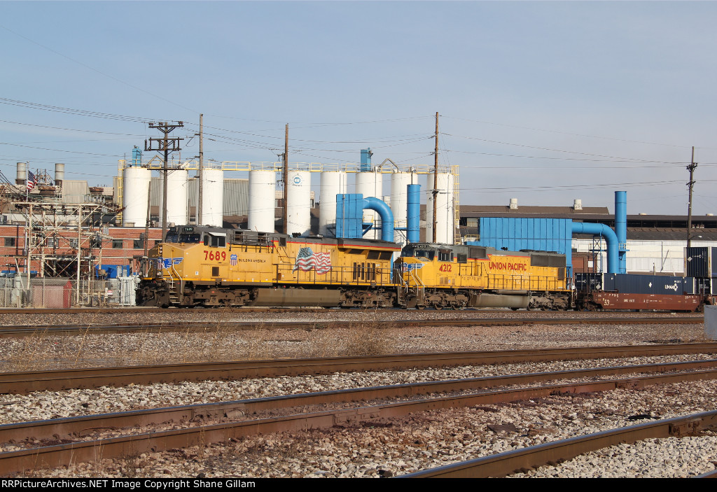UP 7689 Leads a stack train through WR junction.